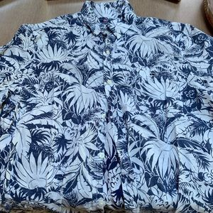 Men's. Vineyard Vines Hawaiian shirt, Medium